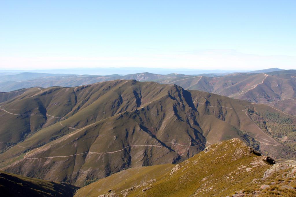 Vista da orografía característica da zona norte do Concello de Quiroga dende o Montouto